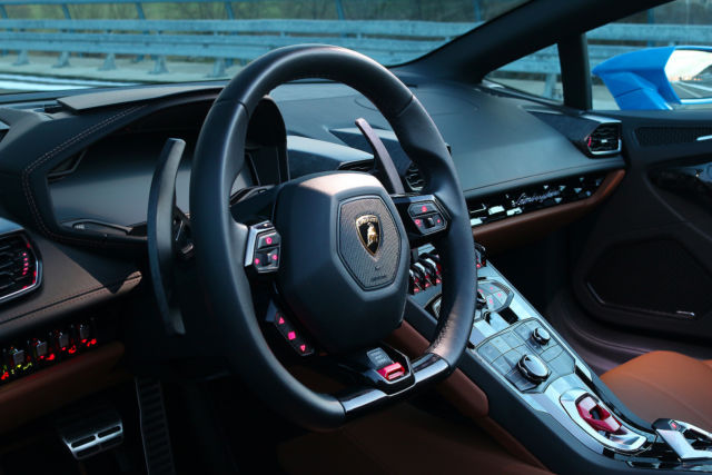 Lamborghini Huracan LP 610-4 Spyder full